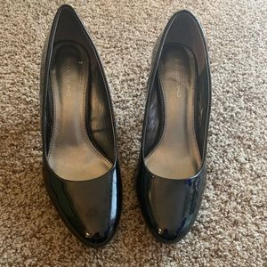 Round Toe Patent Leather Pumps